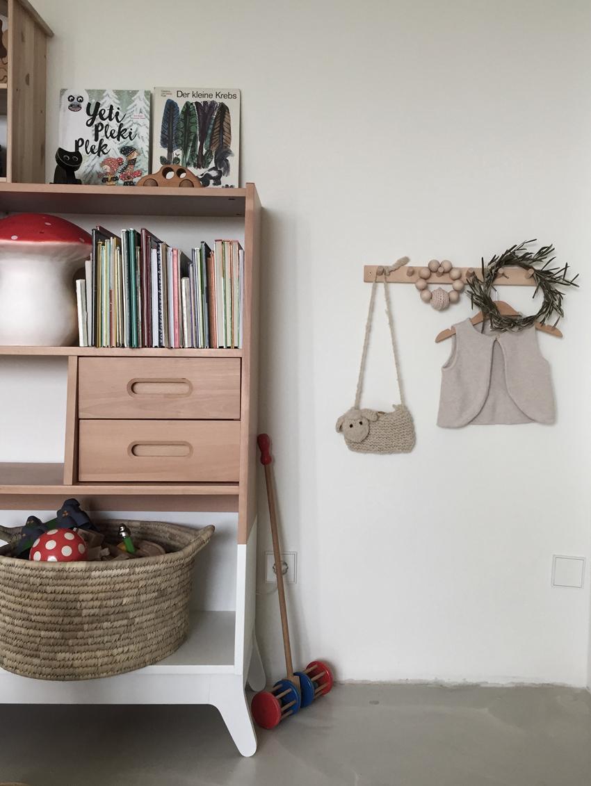 Kinderzimmer Bücherregal Garderobe Nachtlicht - Kinderzimmer aufräumen leicht gemacht