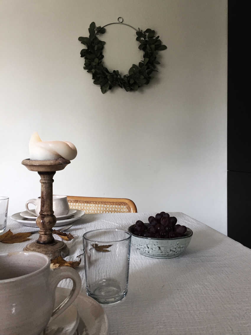 Herbsttisch Herbstdeko Kranz Kaffee Kuchen - Von herbstlichen Tischdekorationen und dem wohl leckersten last minute Kuchen