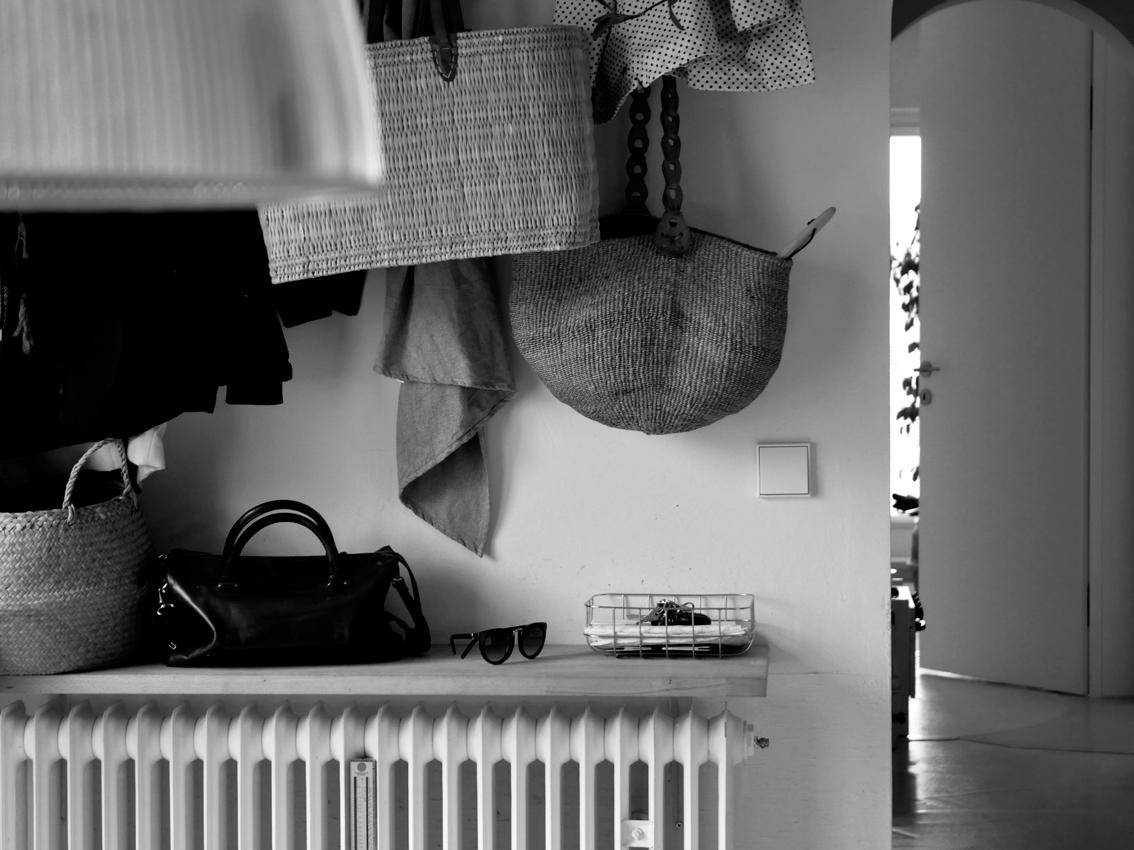 Garderobe Holz natur Korb Marktkorb - 3 in 1 | Unsere Schuhlösung auf kleinstem Raum