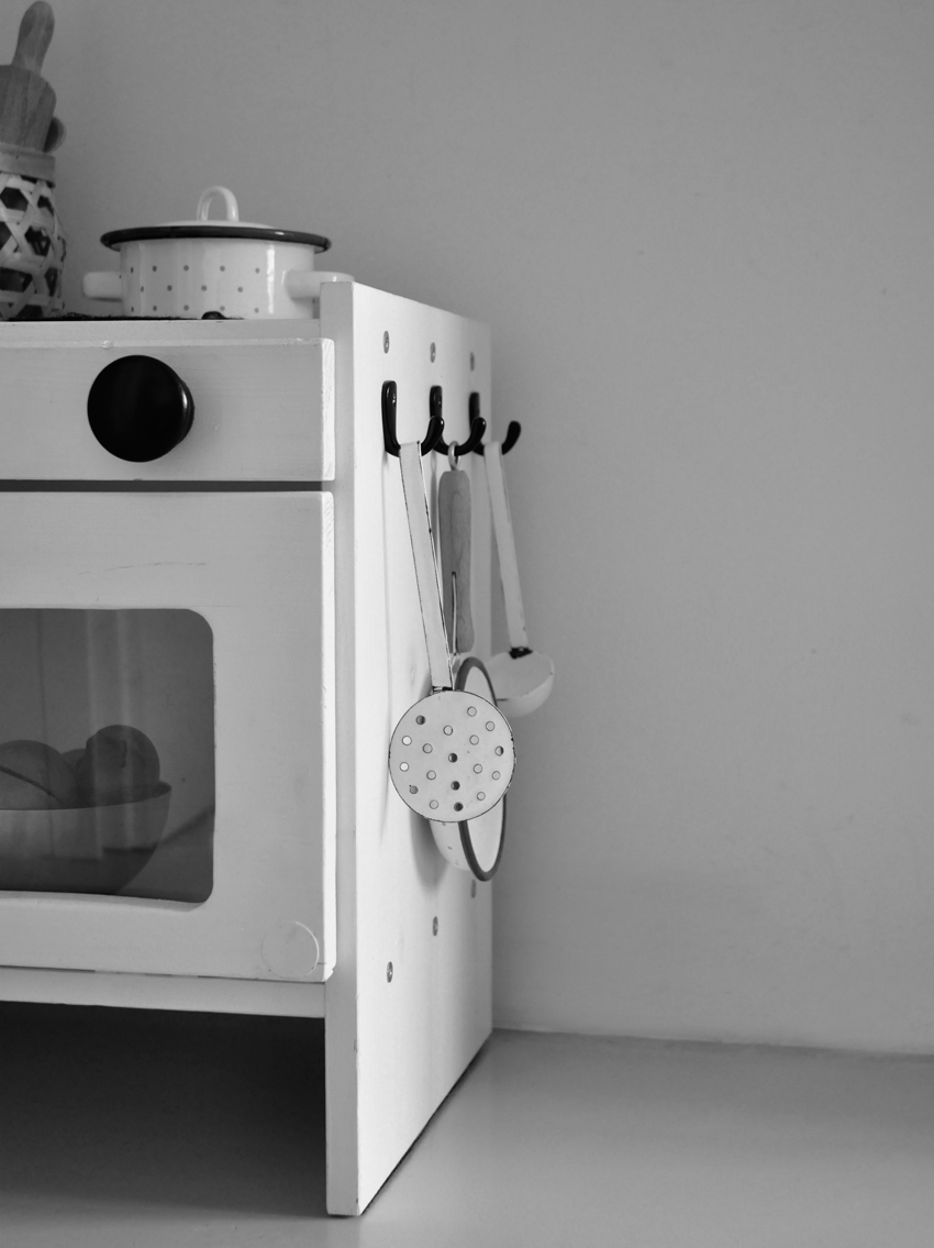 Kinderkueche Backofen Kinderbackofen Diy weiß schwarz - Ikea Hack | Unsere stylische Kinderküche a la DIY