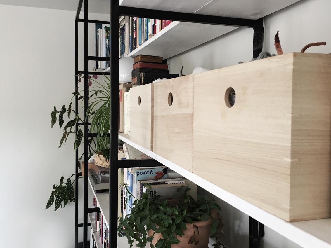 Regal Buecherregal Kisten Holz Stauraum - Möbel richtig nutzen | unser intelligentes Bücherregal