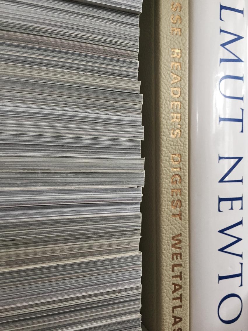 Zeitschriften Helmut Newton Weltatlas - Möbel richtig nutzen | unser intelligentes Bücherregal
