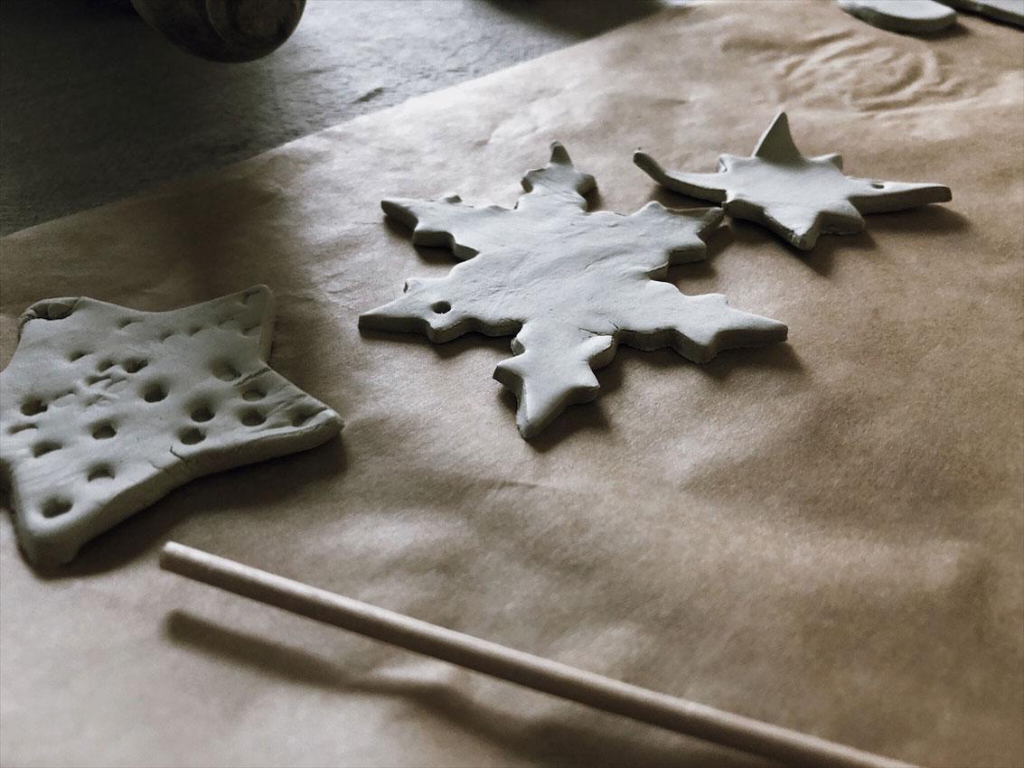 Ausstecher Modelliermasse Geschenkanhaenger Sterne unterschiedlich - Basteln mit Kindern   weihnachtliche Geschenkanhänger