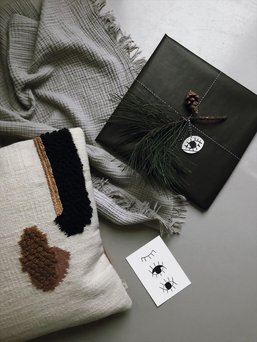 Geschenkanhaenger Auge Modelliermasse Geschenkverpackung Weihnachtskarte Postkarte - Geschenkpapier + Karte free printable & Geschenkanhänger