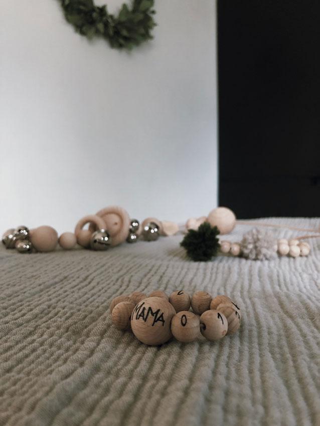 Armband Telefonarmband Holzkugeln natur rockmyday 1 - Mama Hack | Armbänder aus dem Fädelspiel