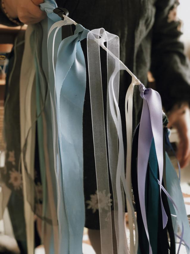 Geschenkbaender Drahtring weiß  Dekoration Kinderzimmer - DIY | Kinderzimmerdeko aus alten Geschenkbändern