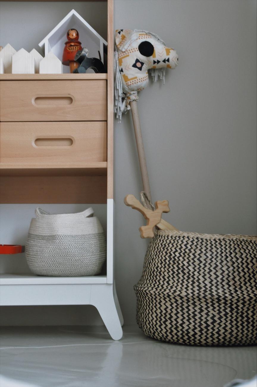 Regal Kinderzimmer Steckenpferd Korb - Geschwisterzimmer | wenn das Baby mit dem Kleinkind