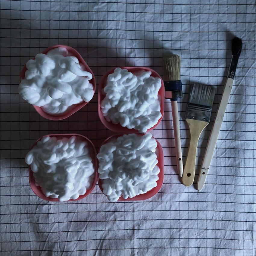 rasierschaum schuessel pinsel badefarben - DIY   Badefarben in unter 5 Minuten