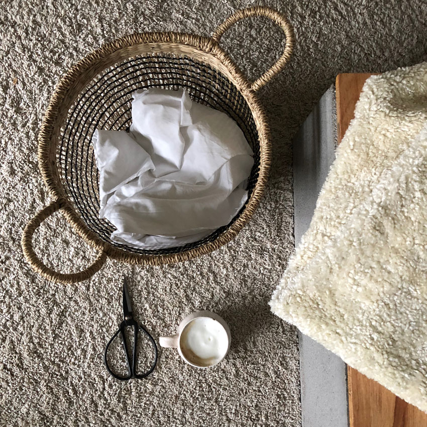 Stoffe naehen Schere Korb Kaffee - DIY | nachhaltige Hasentäschchen für das Osternest