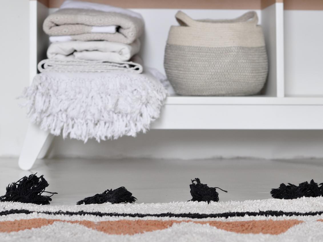 Kinderzimmer Regal weiß Teppich - Kinderzimmer aufräumen leicht gemacht