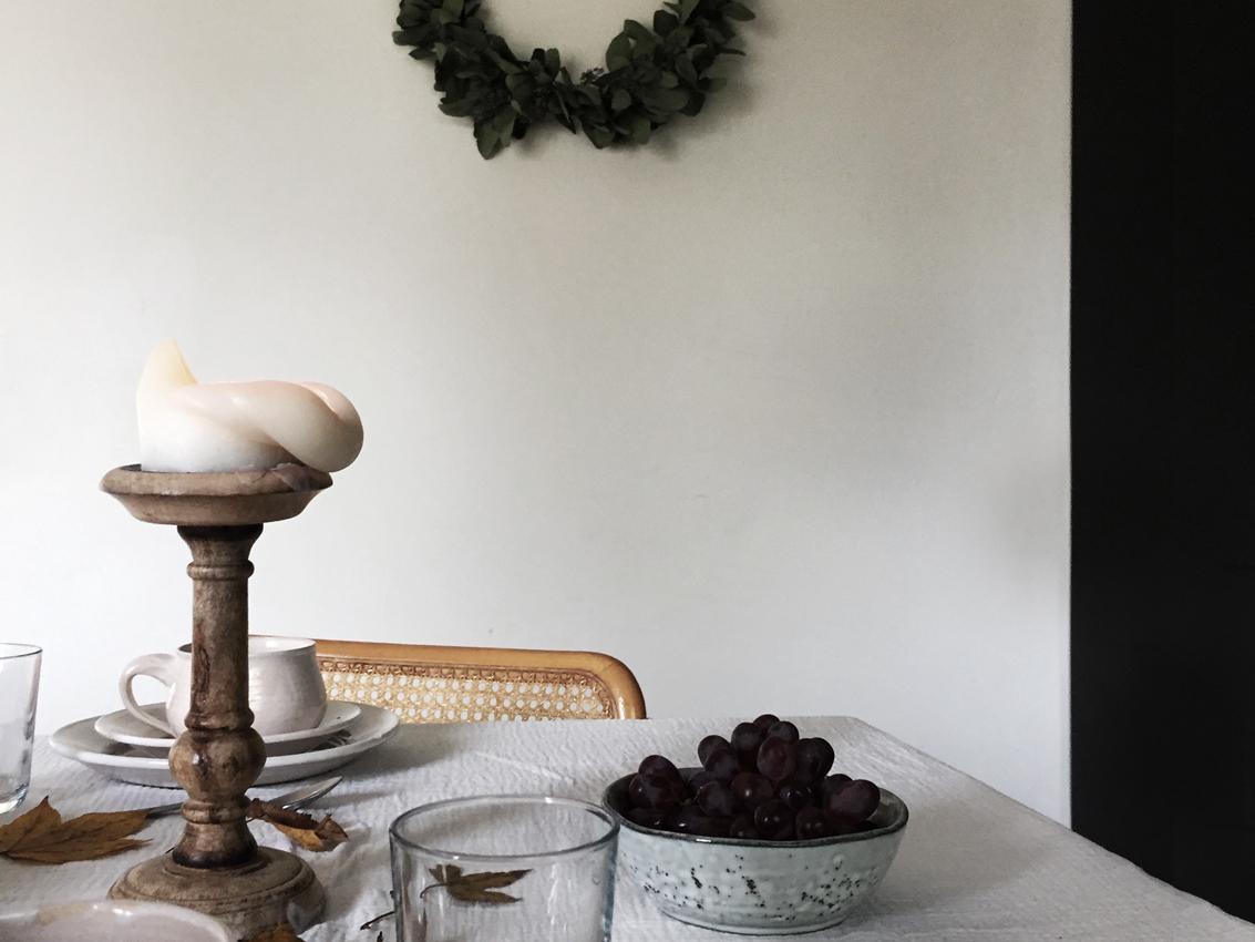 Herbsttisch Herbstdeko Kranz Kaffee Kuchen Titel  - Von herbstlichen Tischdekorationen und dem wohl leckersten last minute Kuchen
