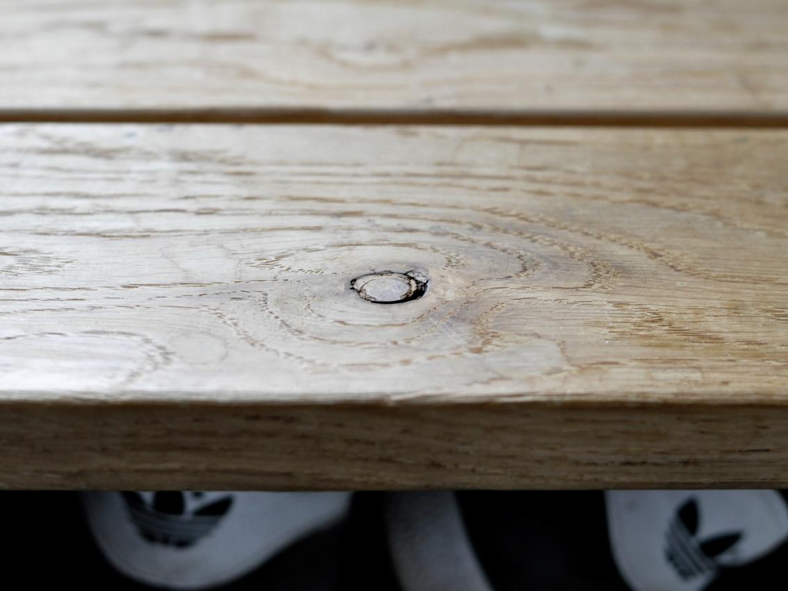 Holz Eiche Astloch Schuhloesung Holzstufe Bank - 3 in 1 | Unsere Schuhlösung auf kleinstem Raum