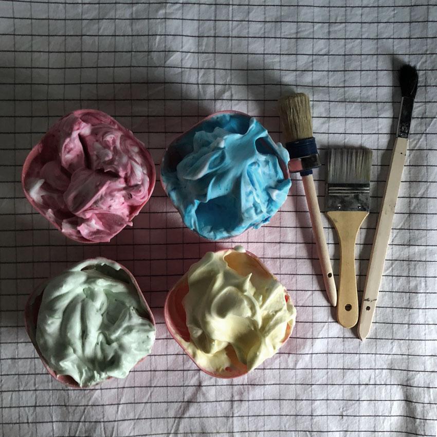 Badefarbe unbedenklich rasierschaum lebensmittelfarbe rot gelb gruen blau pinsel - DIY | hautverträgliche Kinderschminke einfach selbstgemacht
