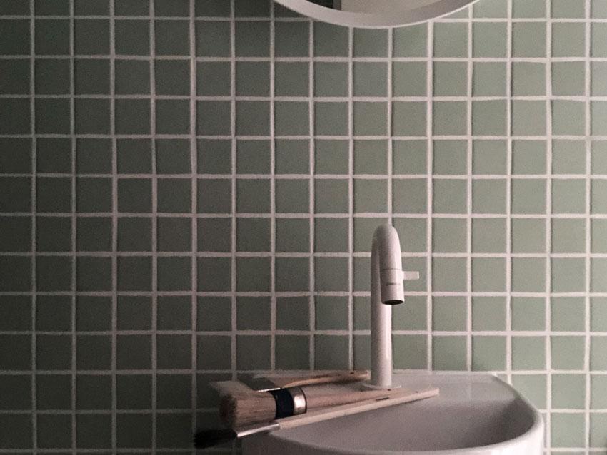 Badefarben Badewanne Fliesen Waschbecken Spiegel Bad gruen - DIY | Badefarben in unter 5 Minuten