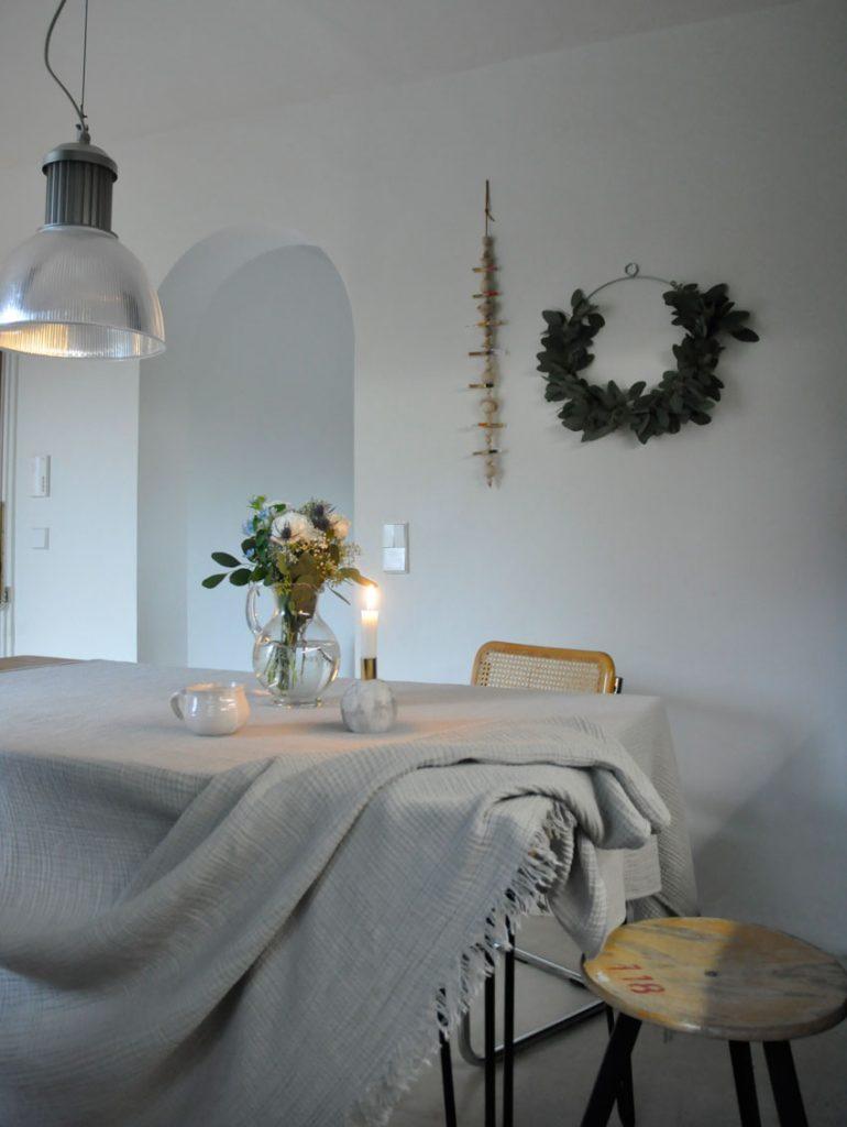 Wochenplaner Kueche Tischdeko Herbstdeko 770x1024 - DIY | Familienplaner mit Kids einfach selbst gestalten