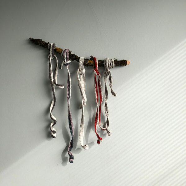 schneckenbaender bunt uni waldorf ausgerollt Haekeln montessori 600x600 - Schneckenbänder