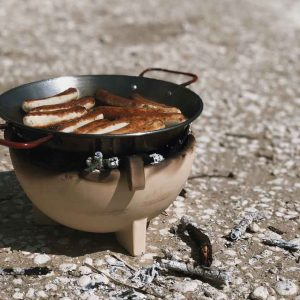 Kraul Zwergenfeuer Feuer Keramikfeuer Pfanne Kinder Wuerste 300x300 - Pfanne mit Halterung