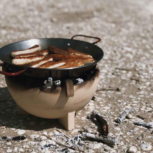 Kraul Zwergenfeuer Feuer Keramikfeuer Pfanne Kinder Wuerste 600x600 - Pfanne mit Halterung