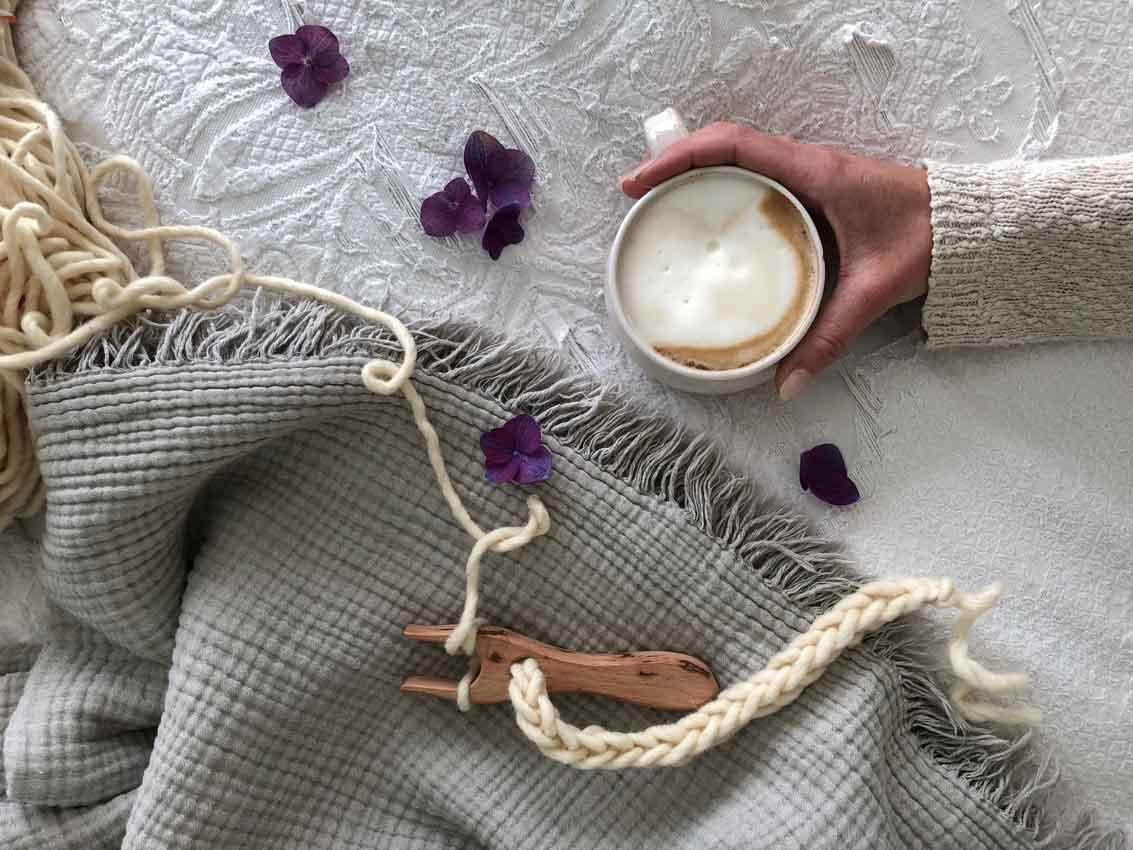 Strickgabel Kaffee Schurwolle Dochtwolle Blumen - happy international family day + Rabattcode