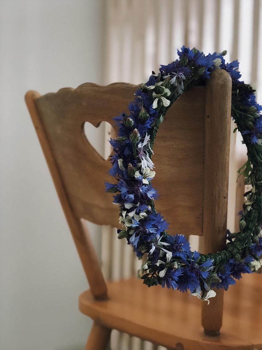 Blumenkranz Kornblumen Stuhl Haarschmuck - DIY | wunderschöne Blumenkränze - einfach und simpel