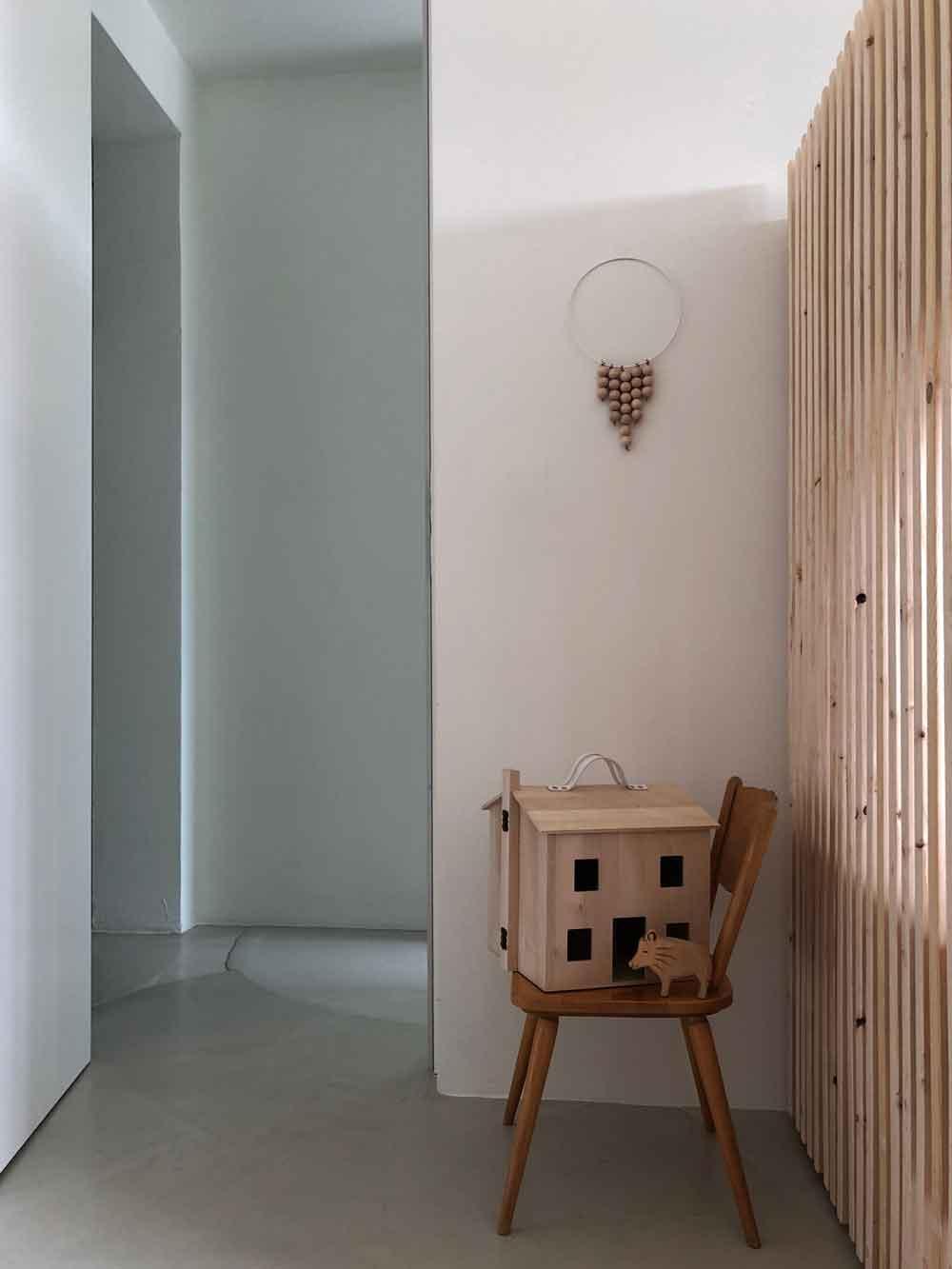Kinderzimmer Wanddekoration Stockbett Holz Puppenhaus schlicht minimalistisch skandinavisch - 5 Min DIY | eine schlichte Dekoration für´s Kinderzimmer