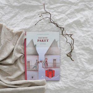 2018 Bohem Das rote Paket Buch Seite Titel 300x300 - Das rote Paket
