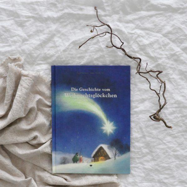 2018 Bohem Die Geschichte vom Weihnachtsgloeckchen Buch Seite Titel 600x600 - Die Geschichte vom Weihnachtsglöckchen