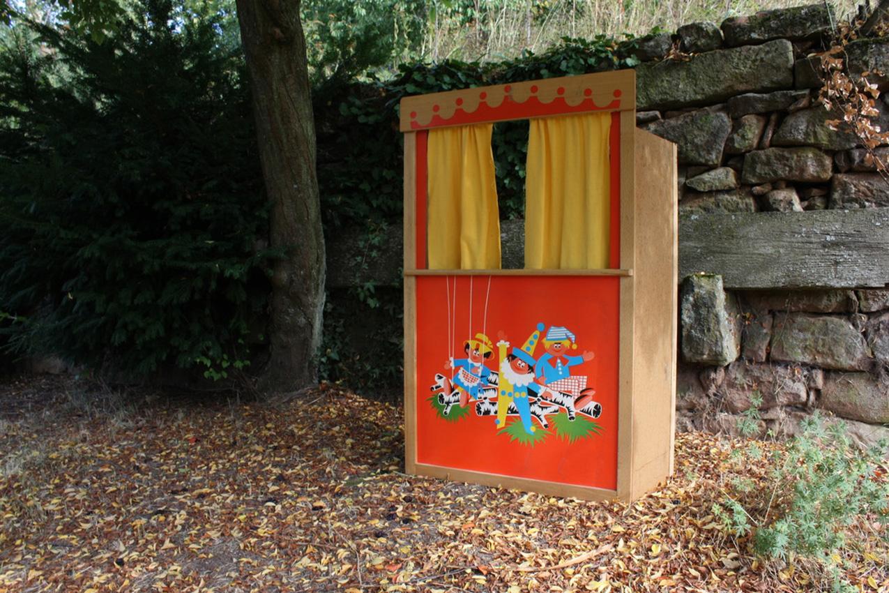 """Puppentheater ucycling vorher - """"Aus alt mach neu"""" oder wie aus einem Kasperletheater noch viel mehr werden kann"""