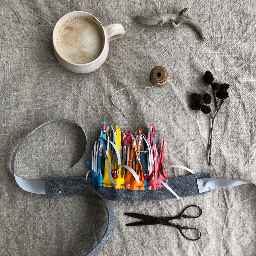 DIY Vogelkostuem upcycling quetschi fruchtquetsch idee 09 - DIY | Upcycling Vogelkostüm aus Müll