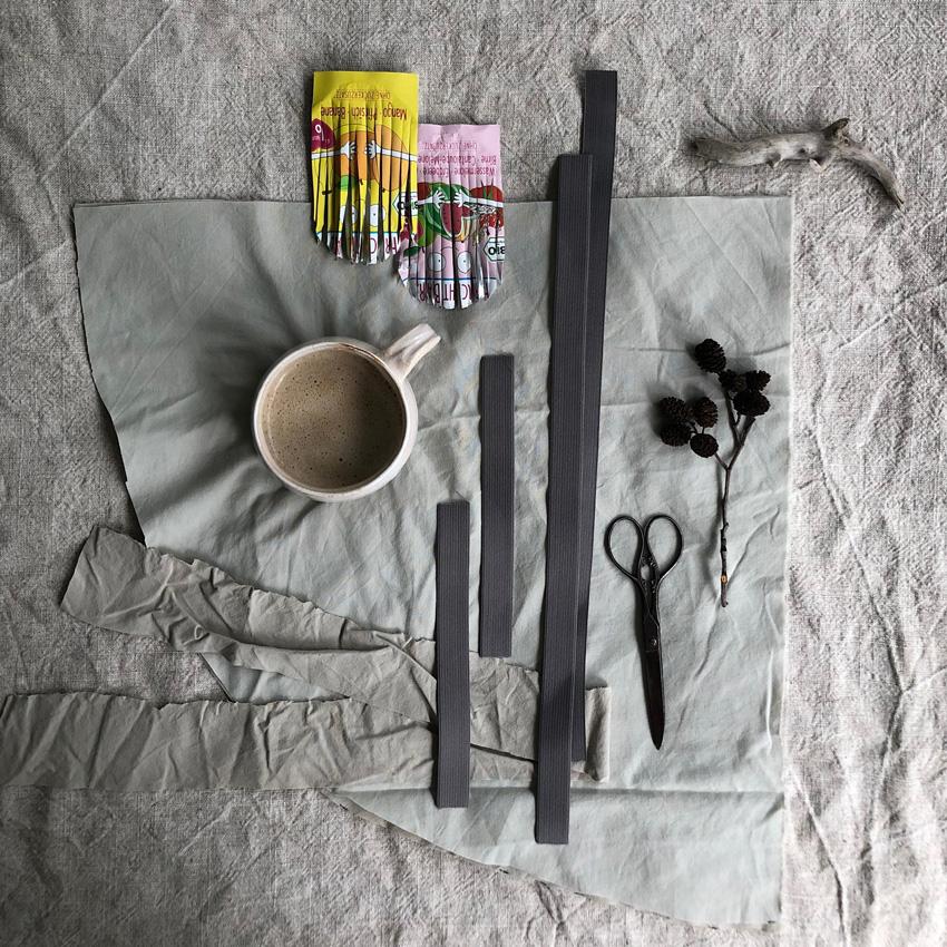DIY Vogelkostuem upcycling quetschi fruchtquetsch idee 14 - DIY | Upcycling Vogelkostüm aus Müll