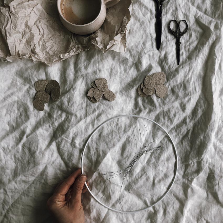 coffee DIY Papier schoepfen Blaetterkranz 04 - DIY | ein Blätterkranz aus handgeschöpftem Papier