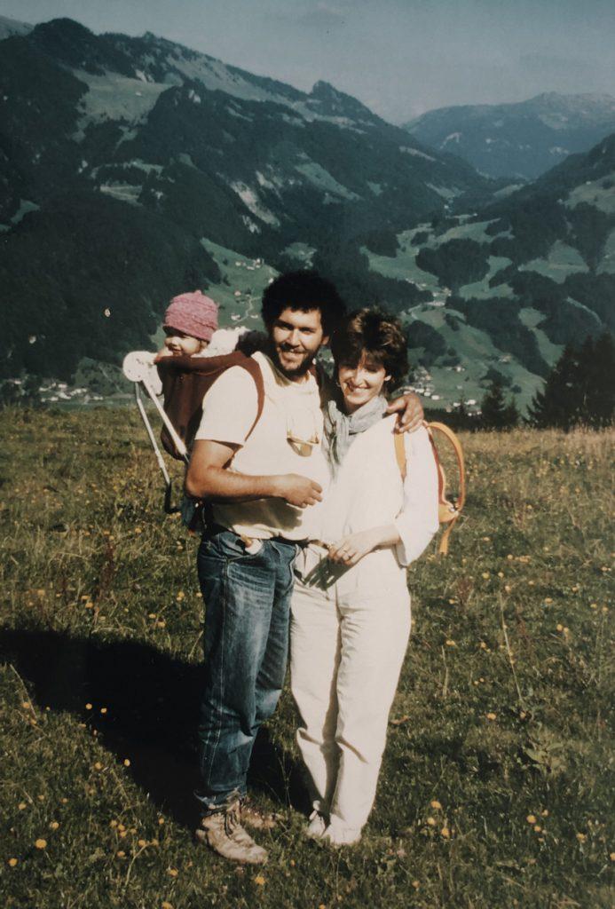visit austria sehnsuchtskampagne familie urlaub kind trage 693x1024 - Ankommen im Urlaub | Familienurlaub in Österreich