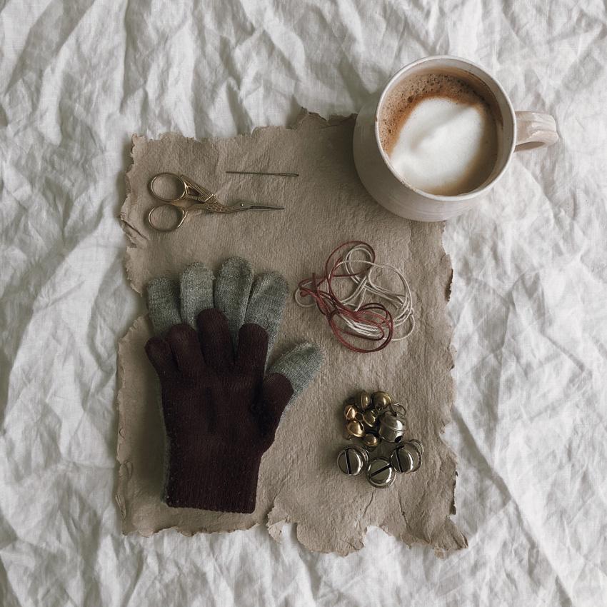 coffeeDIY upcycling Handschuh Musik Instrument Gloeckchen Kinderspielzeug 01 - DIY | Upcycling Musikinstrument aus alten Handschuhen