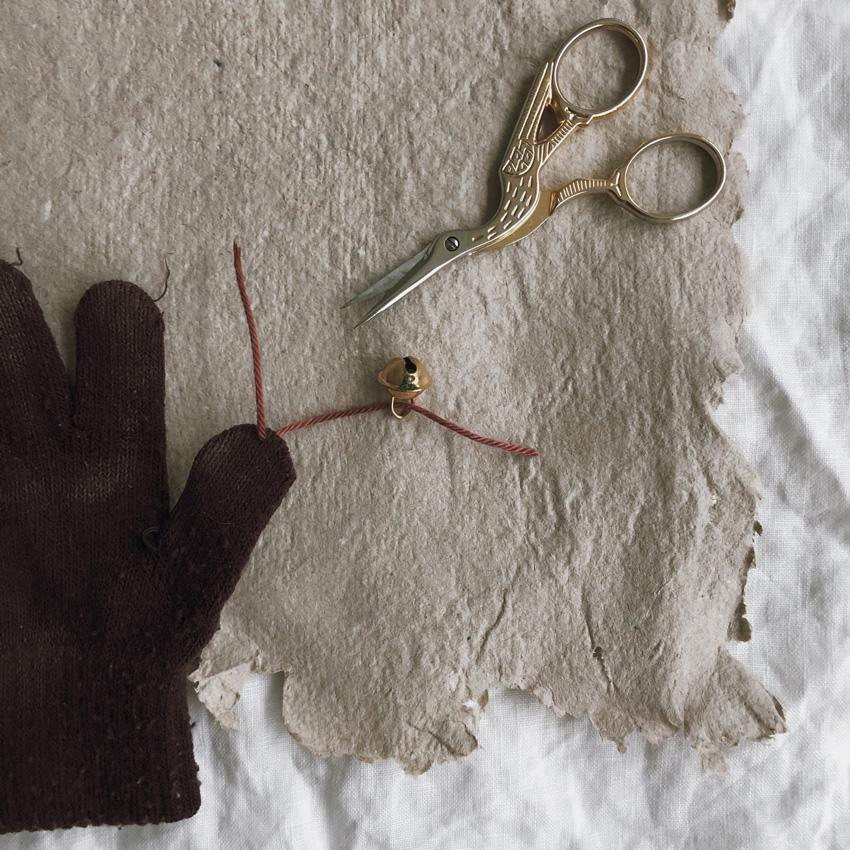coffeeDIY upcycling Handschuh Musik Instrument Gloeckchen Kinderspielzeug 03 - DIY | Upcycling Musikinstrument aus alten Handschuhen