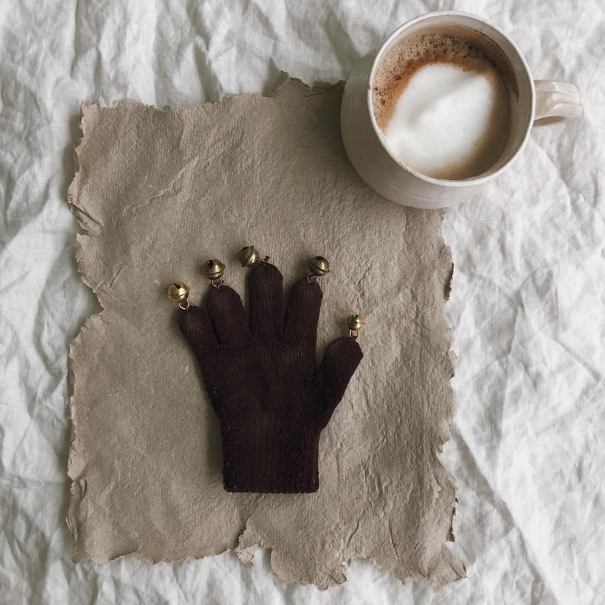 coffeeDIY upcycling Handschuh Musik Instrument Gloeckchen Kinderspielzeug 04 - DIY | Upcycling Musikinstrument aus alten Handschuhen