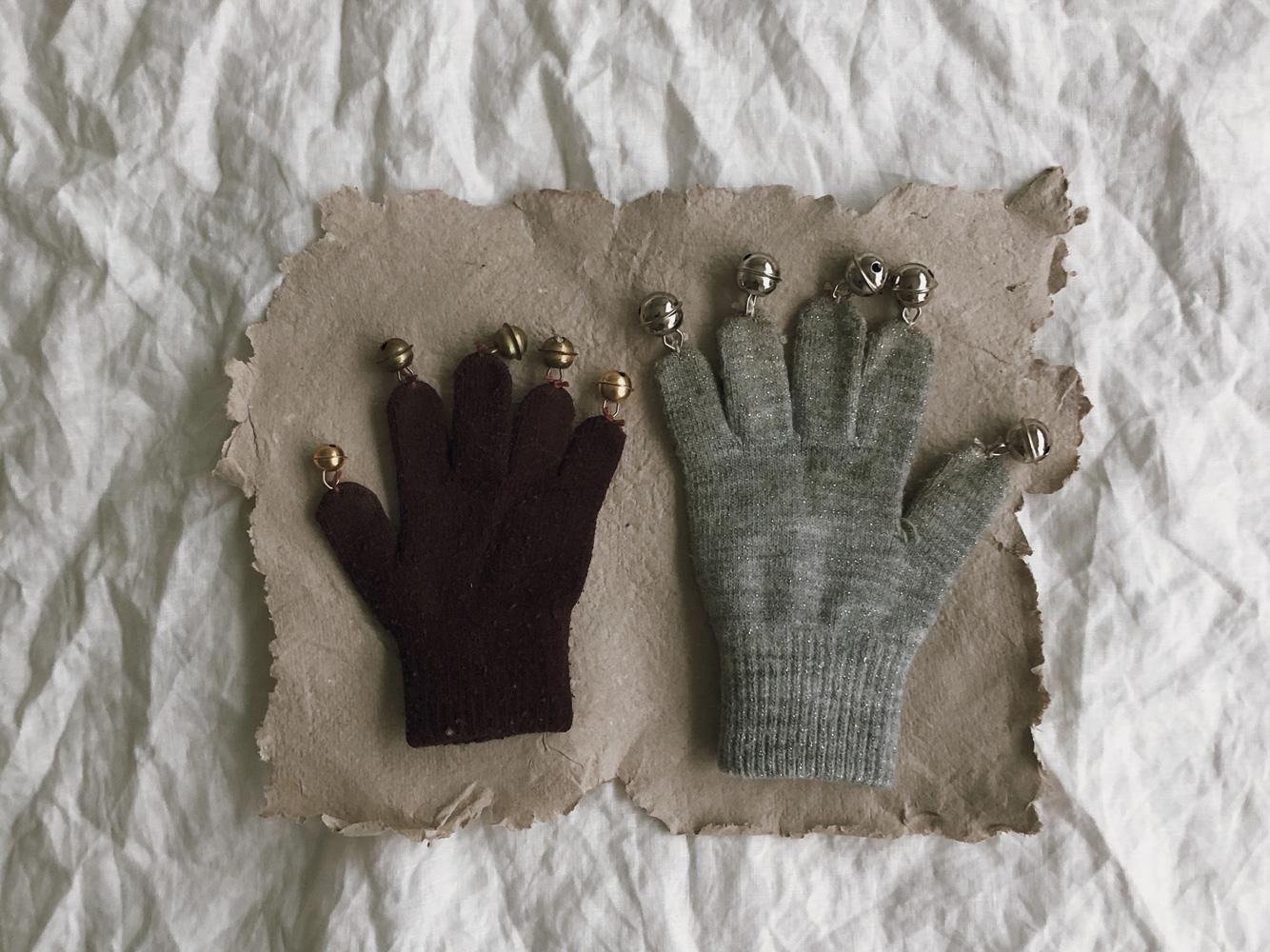coffeeDIY upcycling Handschuh Musik Instrument Gloeckchen Kinderspielzeug 07 - DIY | Upcycling Musikinstrument aus alten Handschuhen
