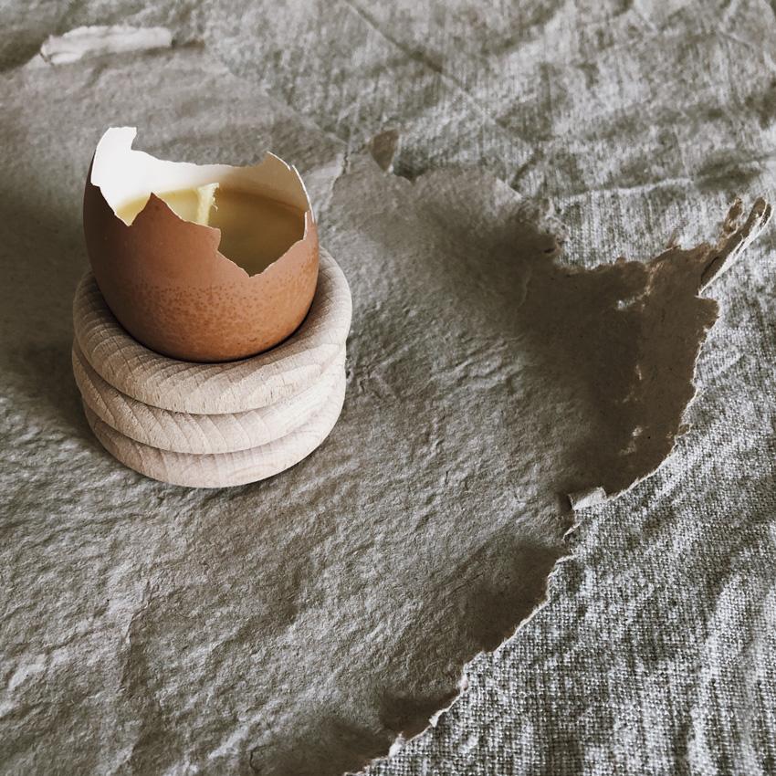 coffee DIY Eierschalen Kerzen Bienenwachs Kerzen gießen upcycling Eierbecher Holz 04 - DIY | Kerzen aus Eierschalen für einen wundervollen Start in den Frühling