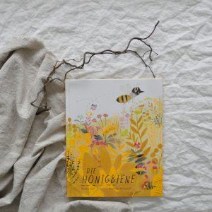 2019 NordSued Die Honigbiene nah Titel 300x300 - Die Honigbiene