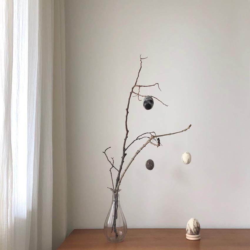 DIY Eier filzen umfilzen nassfilzen Osterdeko Osterei Ast 02 - DIY | nachhaltige Ostereierdeko - wundervoll umfilzt