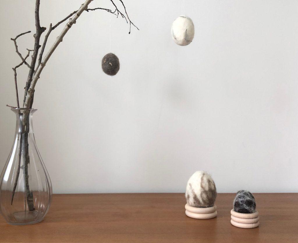 DIY Eier filzen umfilzen nassfilzen Osterdeko Osterei Ast Titel 1024x838 - OSTERN | all meine Beiträge rund um Strauß - Tisch - Osternest