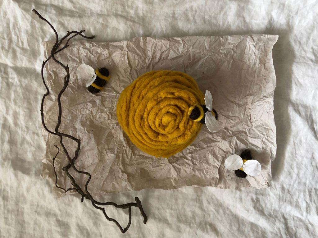 Filzbienen Bienenstock filzen Schurwolle Nassfilzen 2 1024x766 - DIY | Bienen filzen