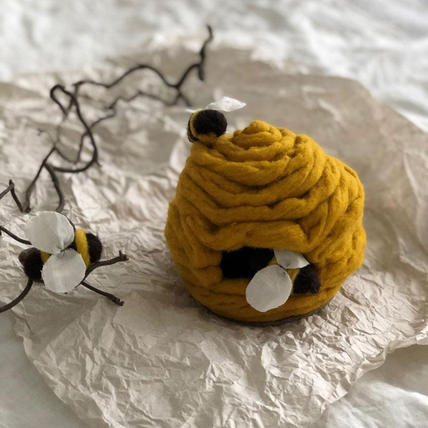 Biene Stoff Wolle diy waldorf spielen figuren filz 02 - DIY | ein Bienenstock aus Filz