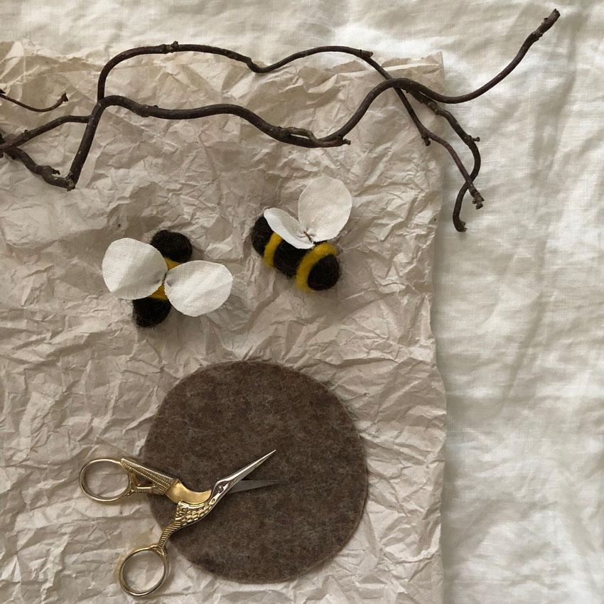 Biene Stoff Wolle diy waldorf spielen figuren filz anleitung 02 - DIY | ein Bienenstock aus Filz