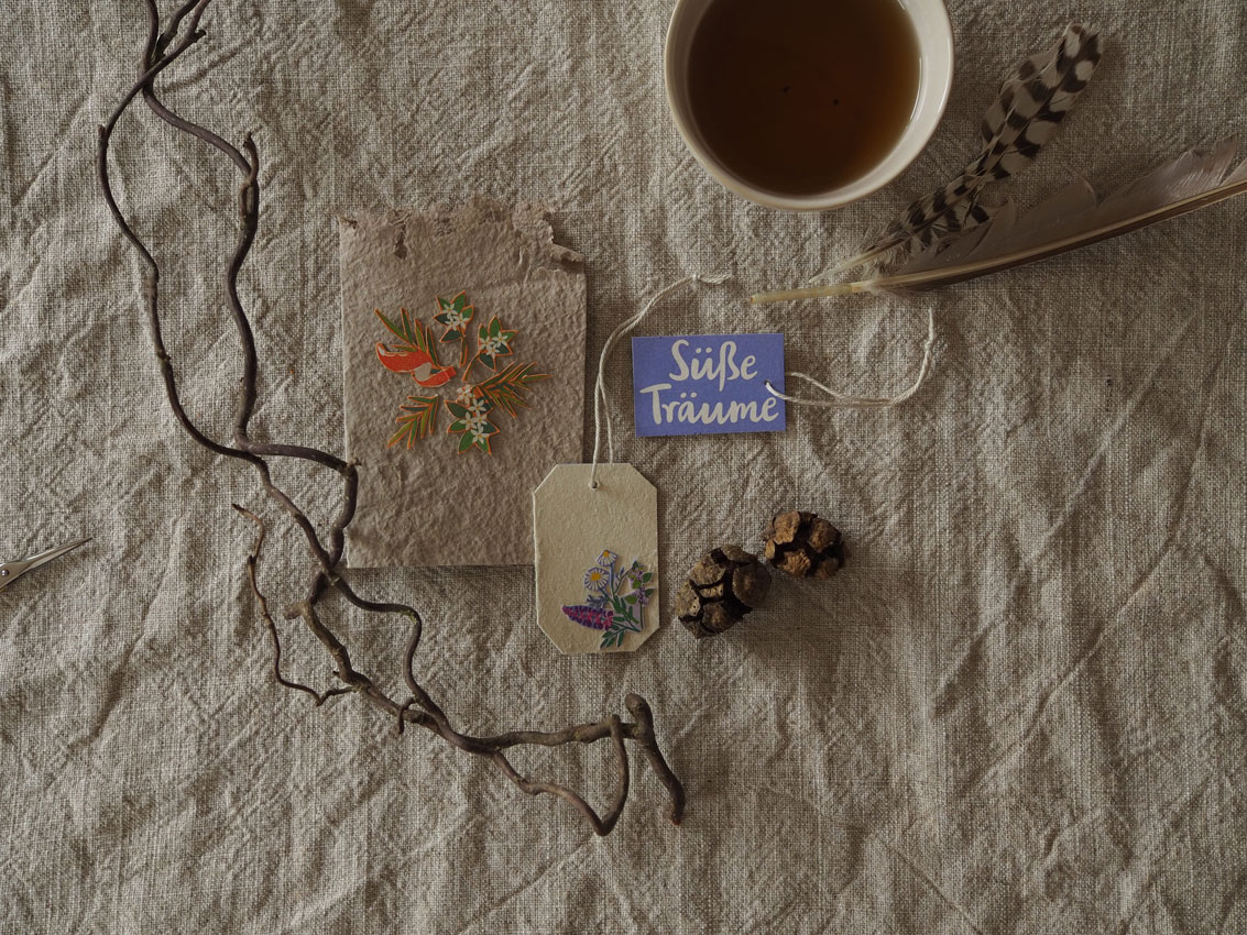 allos upcycling tee verpackung karte anhaenger 03 - Upcycling | florale Karten aus ALLOS Teekartonagen